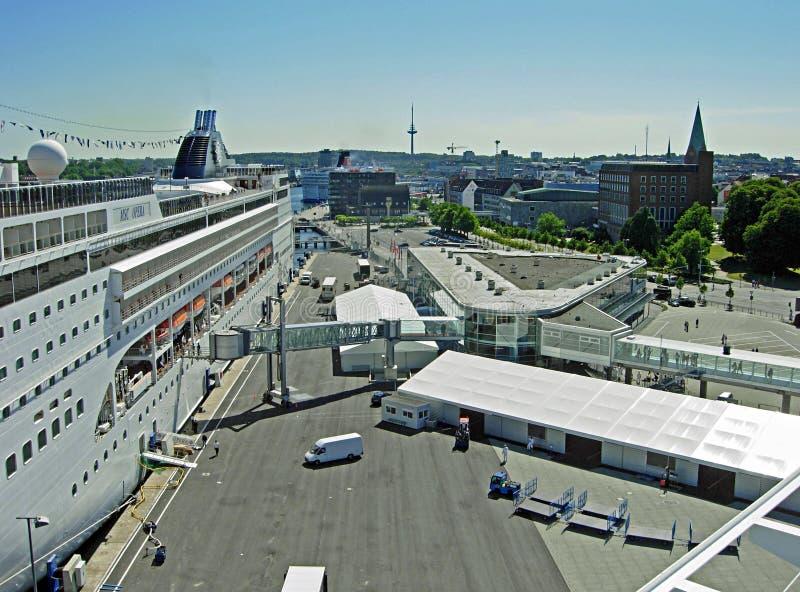 Opera för MSC för kryssningskepp på kryssningterminalen i Kiel arkivfoto