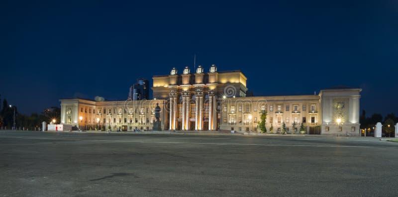 Opera- och balettbyggnad på Kuibyshev kvadrerar i samaraen, Ryssland arkivfoton