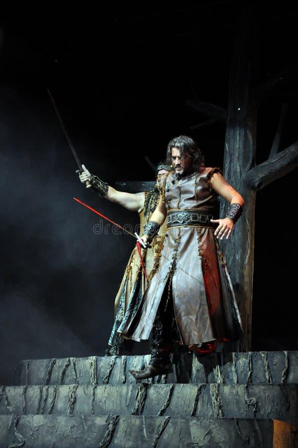 Opera rock, gioco del costume in tensione sulla fase immagini stock libere da diritti