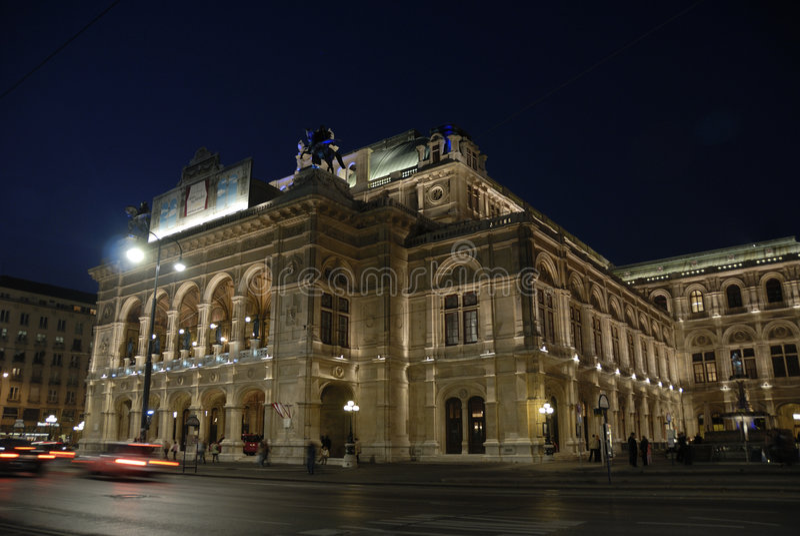 The opera of Vienna by night royalty free stock photos