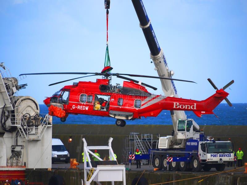 Operación de la recuperación del rescate por helicóptero foto de archivo