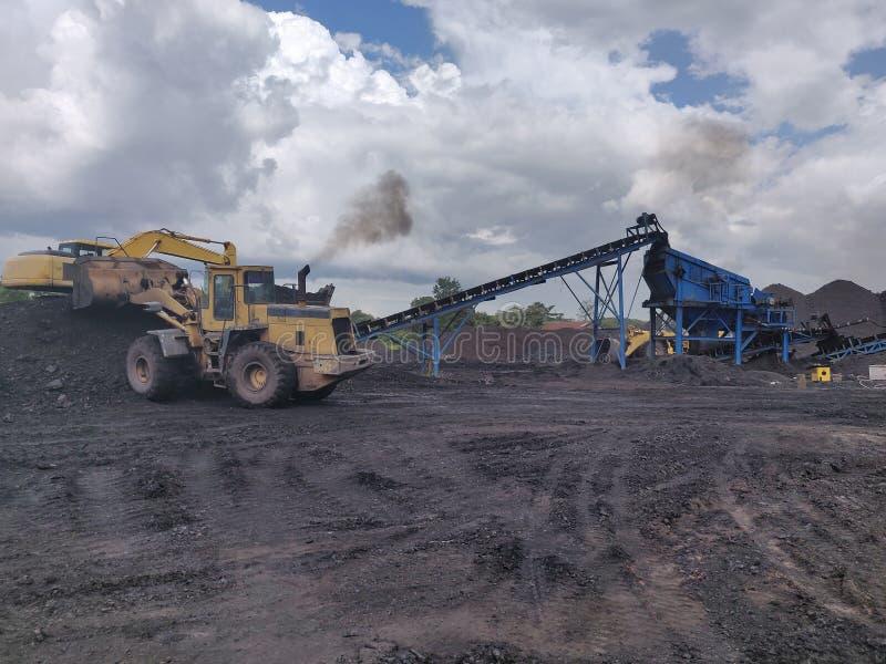 Operación en el stockplie, bituminoso - carbón de antracita, carbón de alto grado foto de archivo