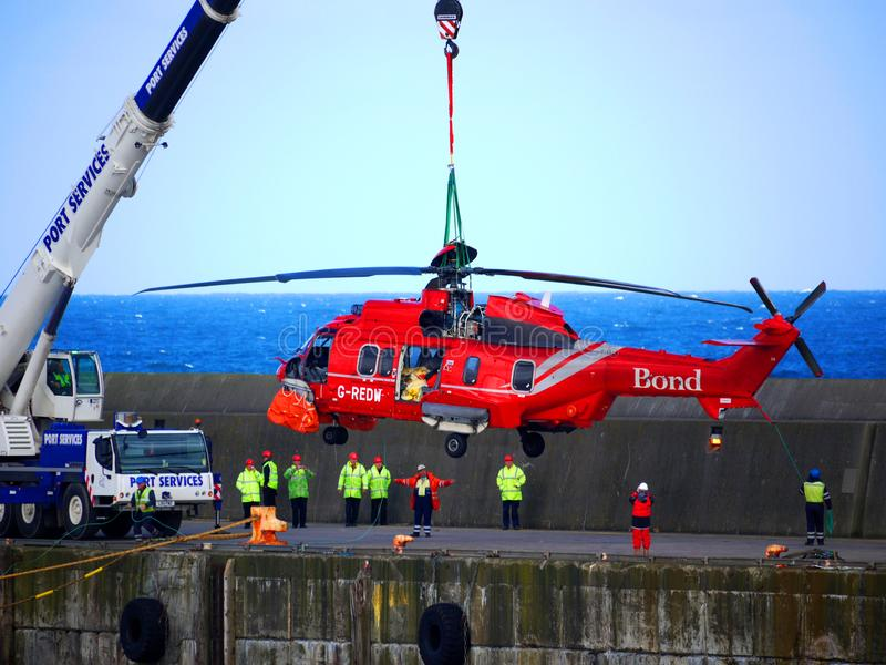 Operaciones de la recuperación del rescate por helicóptero foto de archivo