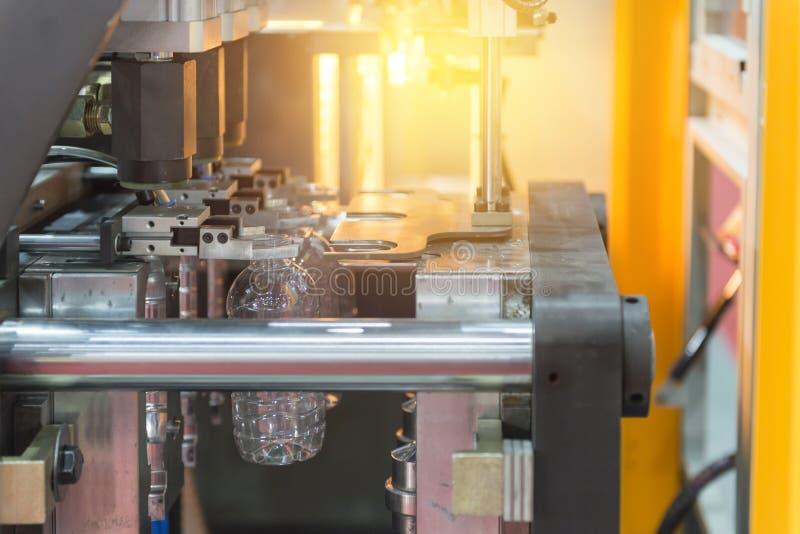 Operacja plastikowej butelki podmuchowa maszyna zdjęcia royalty free