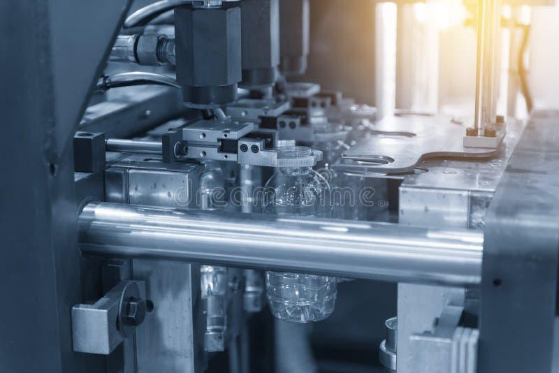 Operacja plastikowej butelki podmuchowa maszyna obraz stock