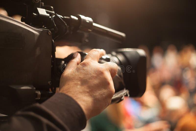 Operador cinematográfico na conferência imagens de stock royalty free