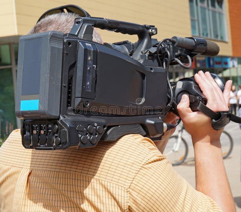 Operador cinematográfico no trabalho foto de stock
