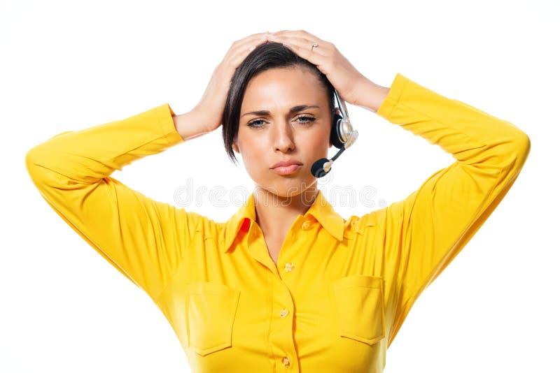 Operador de centro pensativo de llamada que mira fijamente la cámara fotografía de archivo