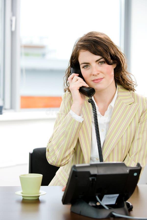 Operador de sexo femenino del teléfono foto de archivo