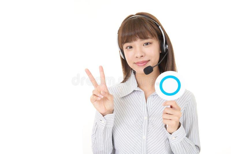 Operador de sorriso do centro de chamadas fotos de stock royalty free