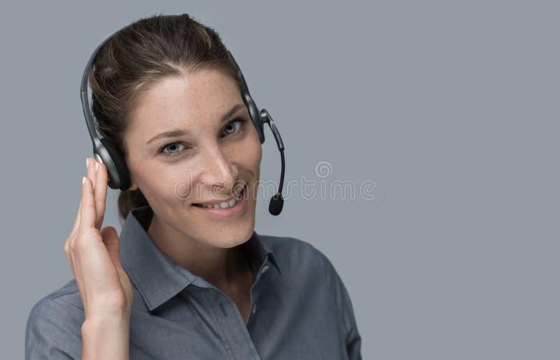 Operador del centro de atención telefónica y de la atención al cliente imagen de archivo libre de regalías