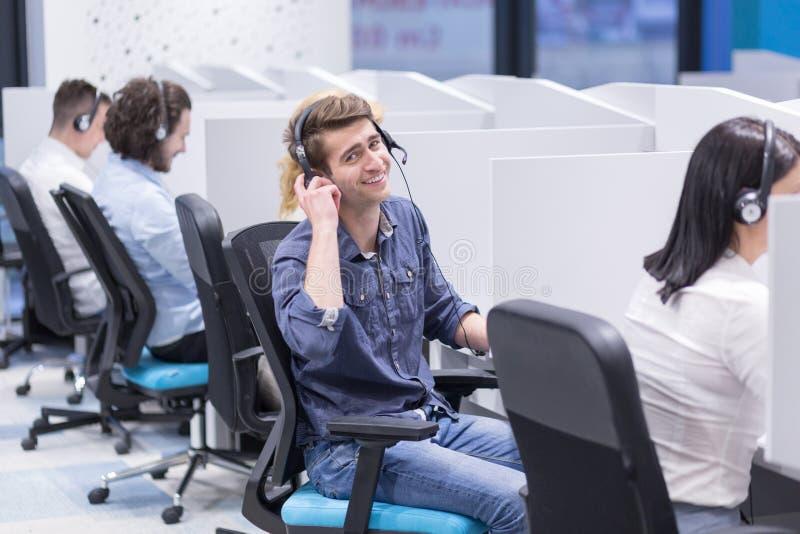 Operadores de centro de atención telefónica imágenes de archivo libres de regalías