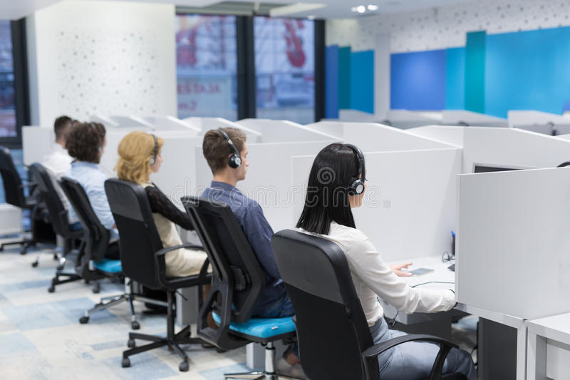 Operadores de centro de atención telefónica fotos de archivo