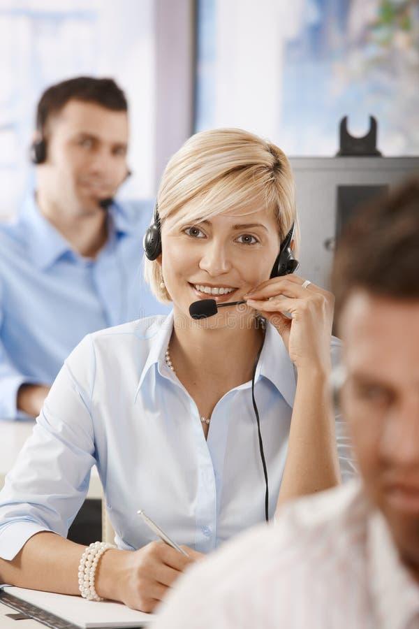 Download Operador Que Fala Em Auriculares Foto de Stock - Imagem de contato, europeu: 29845724