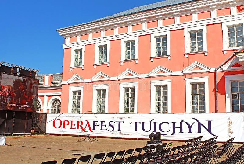 OperaFestTulchyn, festival internazionale dell'aria aperta di opera, è stato tenuto in Tulchyn sul territorio del palazzo di Poto fotografie stock