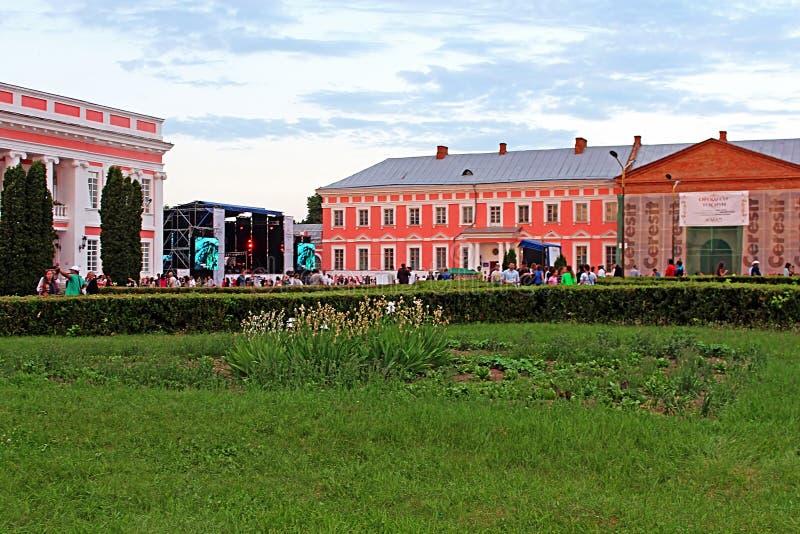 OperaFestTulchyn, festival internazionale dell'aria aperta di opera, è stato tenuto in Tulchyn sul territorio del palazzo di Poto fotografia stock libera da diritti