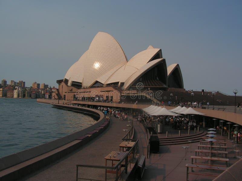 Operahousen i Sydney är den berömda världen fotografering för bildbyråer