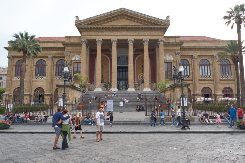Operahuset Teatro Massimo i Palermo arkivfoto