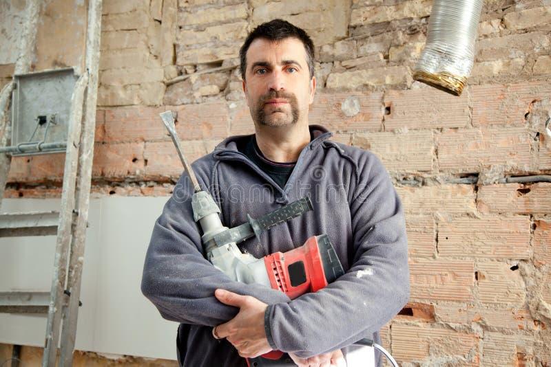 Operaio del muratore dell'uomo del martello di demolizione fotografie stock libere da diritti