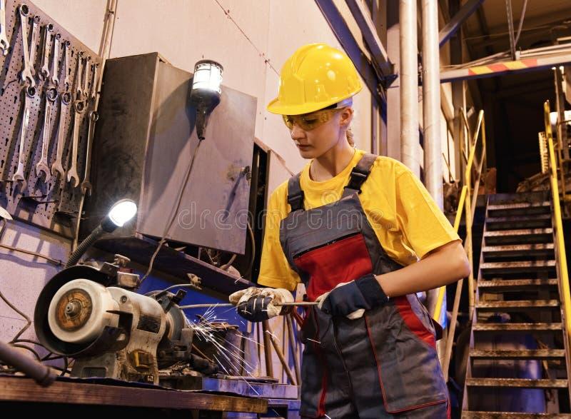 operaio della femmina della fabbrica fotografie stock