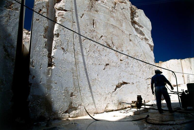 Operaio di marmo della cava fotografia stock