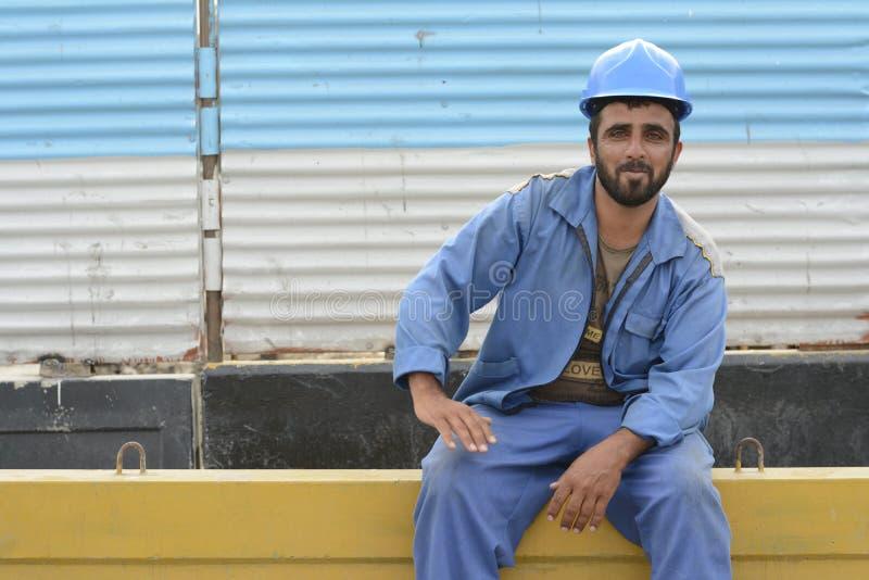 Operaio di risata della costruzione di Afghanistanian al cantiere fotografie stock libere da diritti