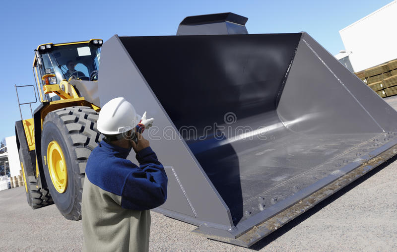 Operaio e bulldozer, costruzione fotografie stock libere da diritti