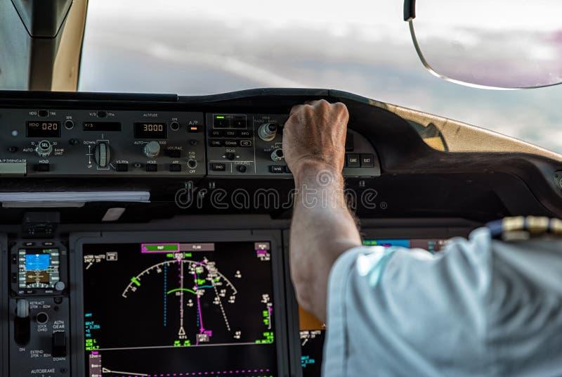 Operando um avião comercial imagem de stock royalty free