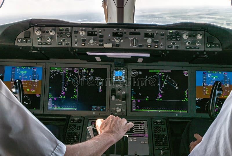 Operando um avião comercial fotos de stock royalty free