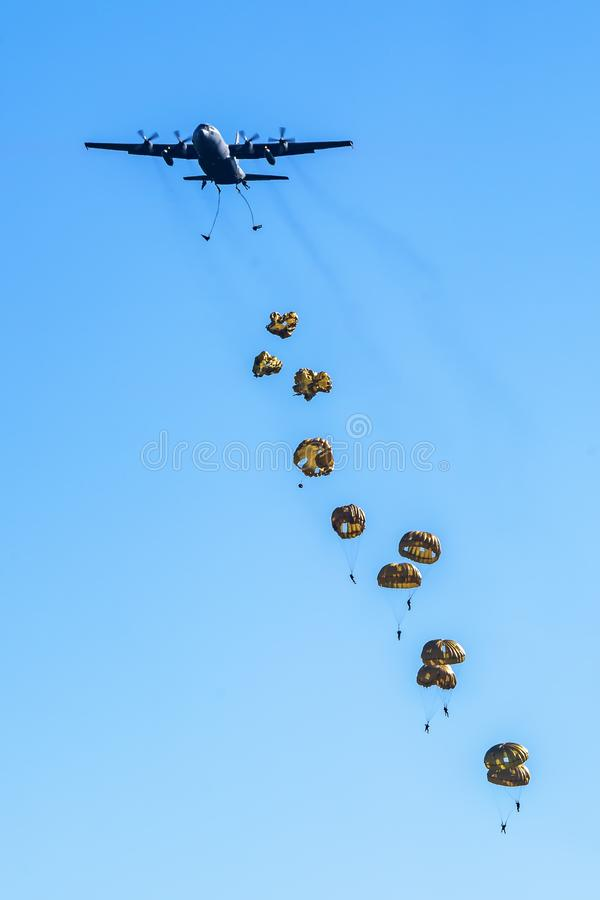 Operation Market Garden 2019, 75-jarige herdenking Dropping paratroopers over de Ginkelse Heide Ede, 21 september 2019, in the stock afbeeldingen
