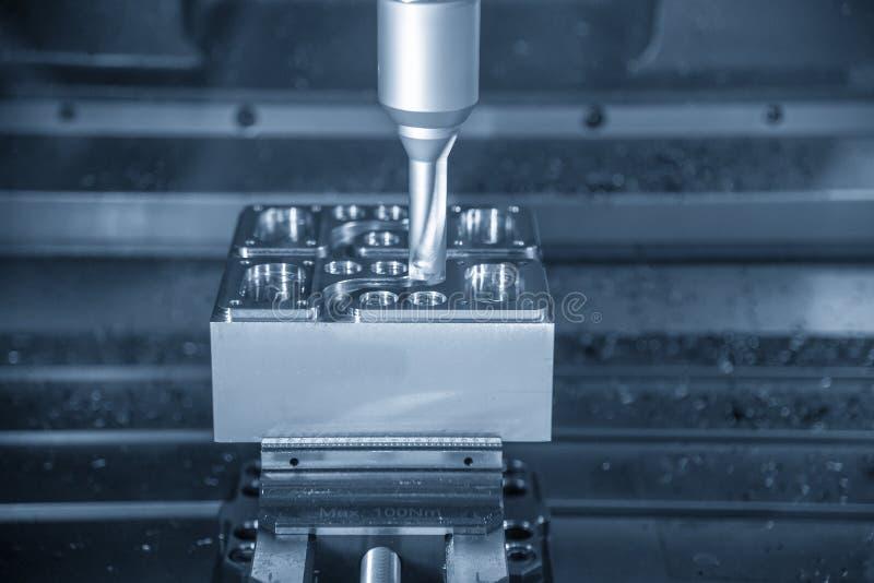 Operationen av klipp f?r den bearbeta med maskin mitten f?r CNC gjuter delar royaltyfria bilder
