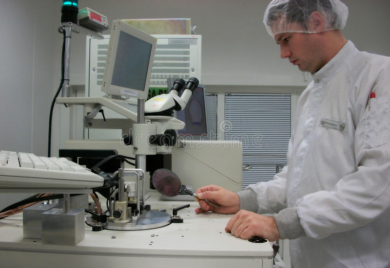 Operator of the measuring station with the silicon