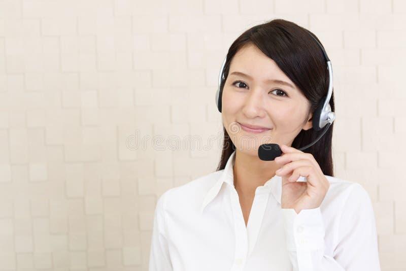 Operatore sorridente della call center fotografie stock libere da diritti
