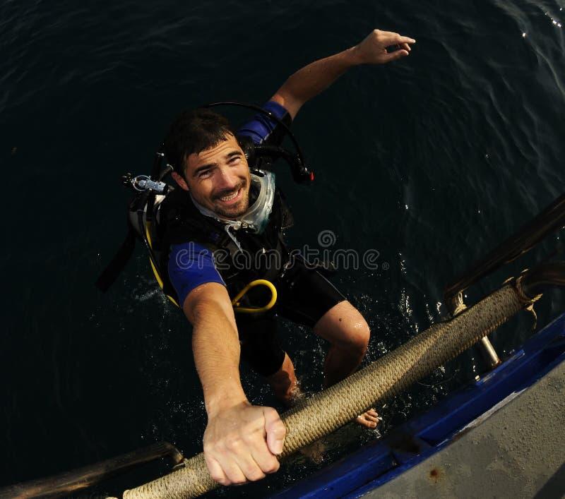Operatore subacqueo felice dopo l'immersione fotografie stock libere da diritti
