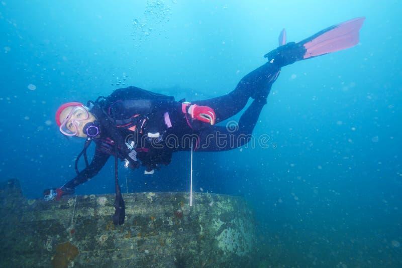 Operatori subacquei e naufragio marino fotografia stock libera da diritti