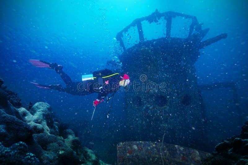Operatori subacquei e naufragio marino immagine stock libera da diritti