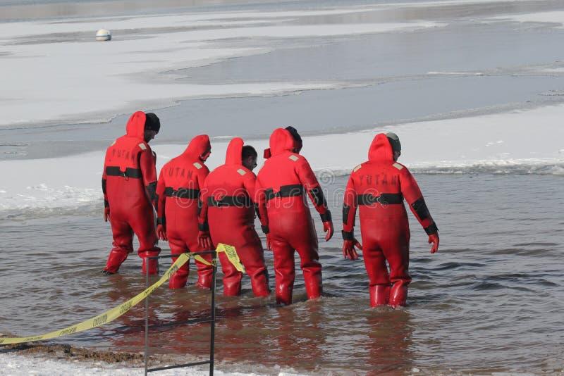 Operatori subacquei polari di sicurezza di immersione del Nebraska di giochi paraolimpici fotografia stock libera da diritti