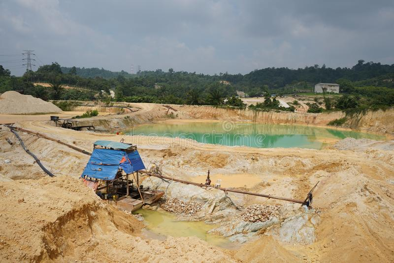 Operazione della miniera della sabbia dopo disboscamento fotografia stock