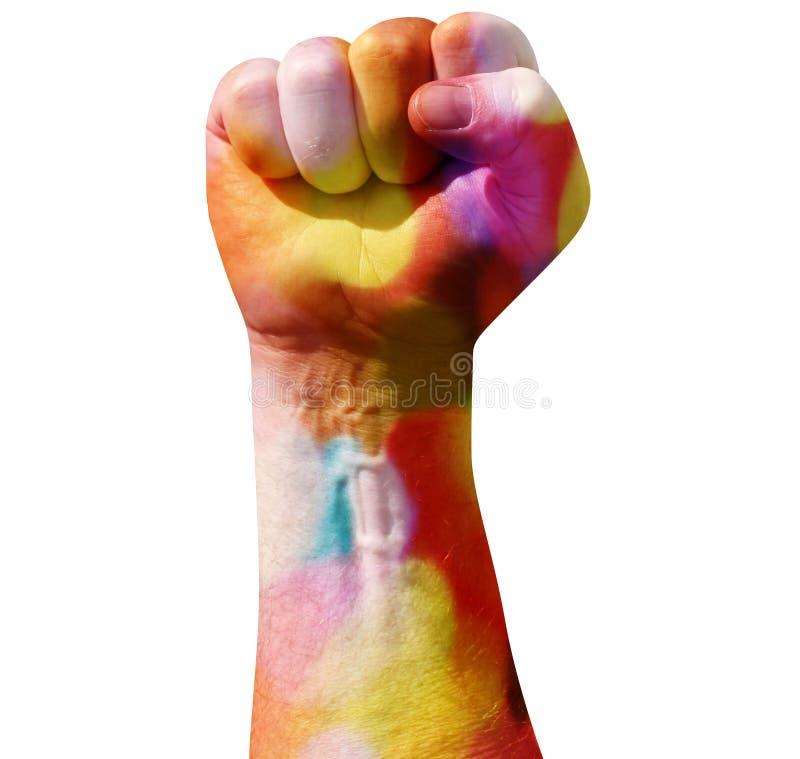 Opgeheven dichtgeklemde die vuist in regenboogkleuren op witte achtergrond worden geïsoleerd LGBT-lesbienne en homosexueel of co royalty-vrije stock foto