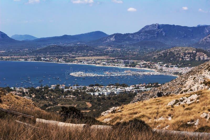 Opgeheven mening over Port DE Pollenca en Pollenca-baai - Mallorca stock foto's