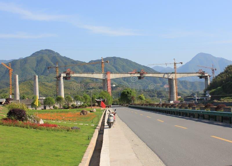 Opgeheven trein die in China worden geconstrueerd royalty-vrije stock afbeeldingen