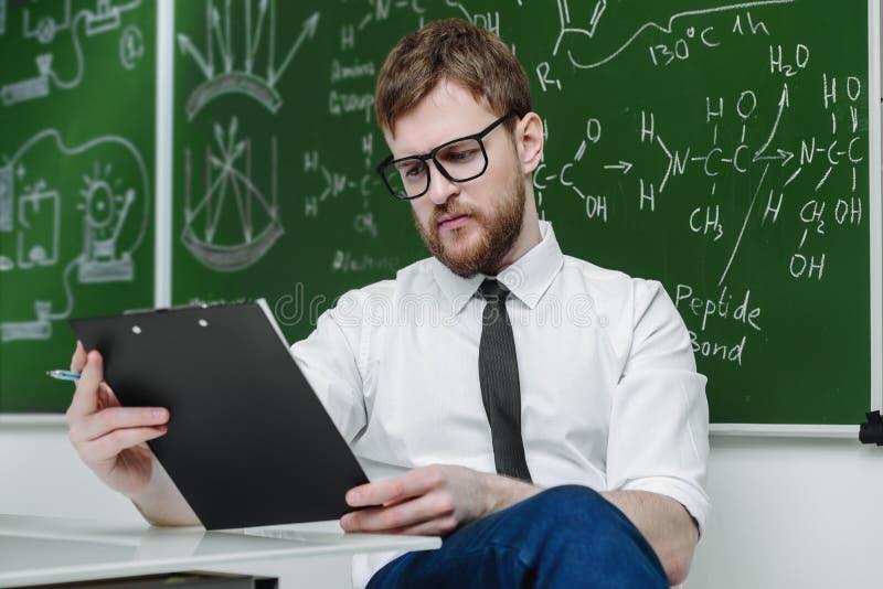 Opgeleide intelligente leraar stock foto