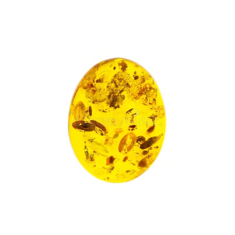 Opgepoetst cabochon van kunstmatige amber op witte geïsoleerde achtergrond royalty-vrije stock afbeelding