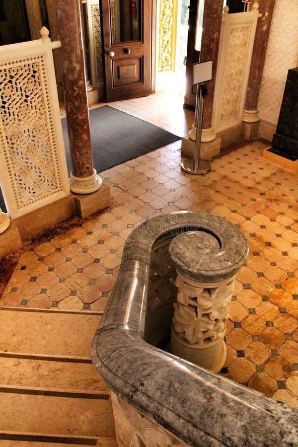 Opgepoetste steentrap in het Paleis van Monserrate royalty-vrije stock foto's