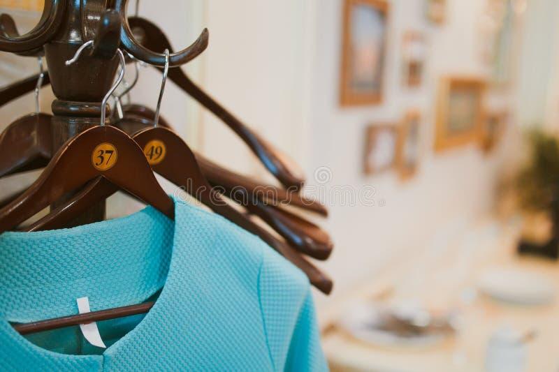 Opgestelde de kleren van de ontwerper stock fotografie