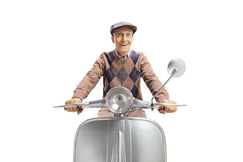 Opgewekt bejaard personenvervoer een uitstekende bromfiets royalty-vrije stock foto's