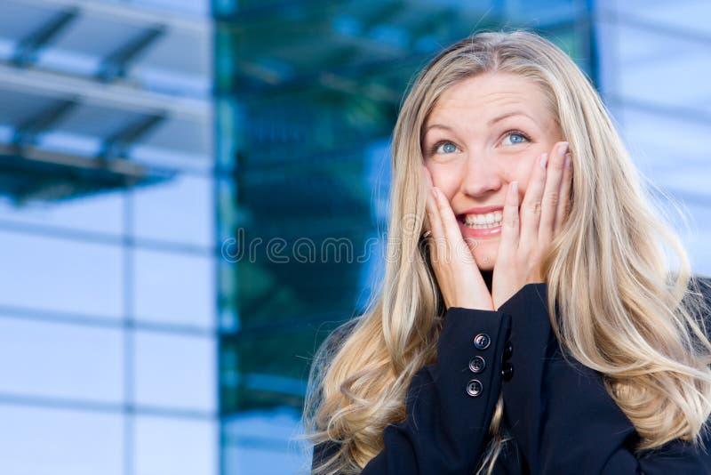Opgewekte bedrijfsvrouw stock foto's