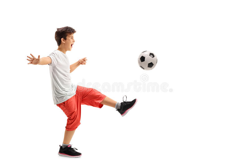 Opgewekte jongens speelvoetbal royalty-vrije stock foto