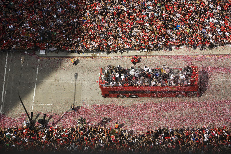 Opgewekte Ventilatorstoejuiching voor de Chicago Blackhawks in Hun 2010 Stanley Cup Victory Parade stock foto's