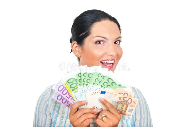 Opgewekte vrouw die geld toont royalty-vrije stock foto